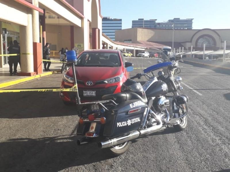 Policías recuperan vehículo robado en minutos