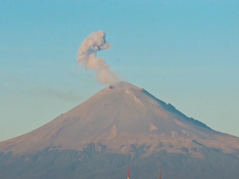 Popocatépetl emite 63 fumarolas con vapor de agua