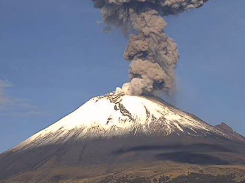 Popocatépetl emite fumarola kilometrica