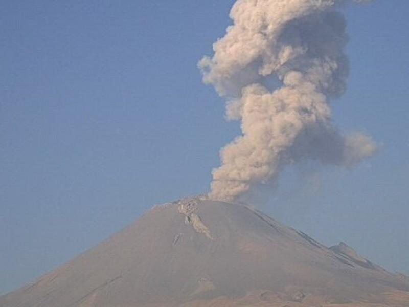 Popocatépetl mantiene actividad