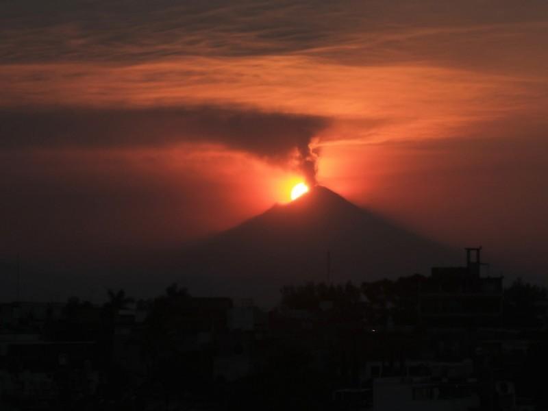 Popocatépetl presenta 56 exhalaciones y una explosión
