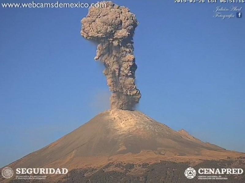 Popocatépetl suma 61 exhalaciones y una explosión