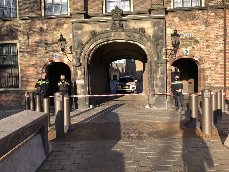 Por amenaza de bomba, evacúan complejo parlamentario neerlandés