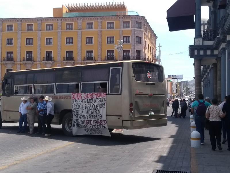 Por conflicto agrario manifestantes bloquean avenida México