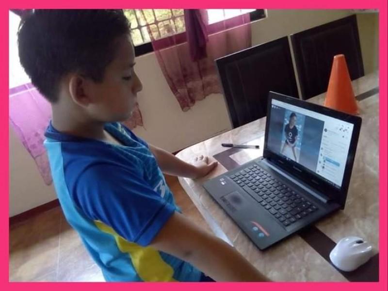 Por contingencia adaptan clases de Fútbol Más en streaming