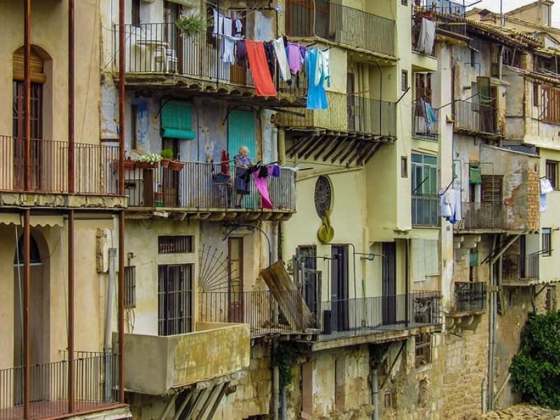 Por Covid-19 pobreza severa en España superará 10%, asegura informe