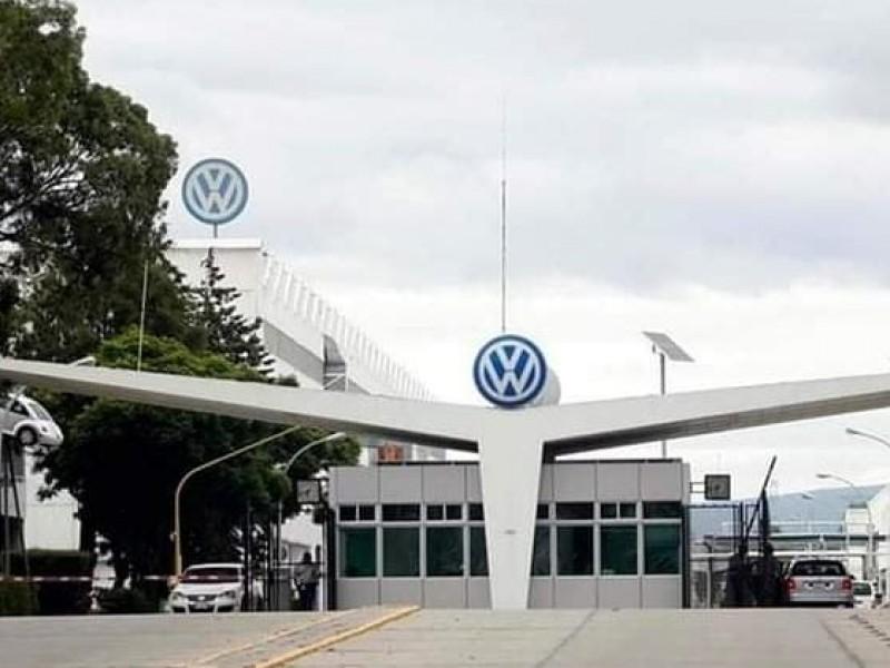 Por desabasto de semiconductores anuncian paro técnico en Volkswagen