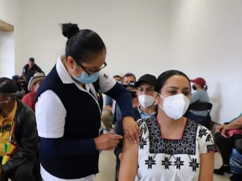Por desgaste de personal, suspenden vacunación antiCOVID sábados y domingos