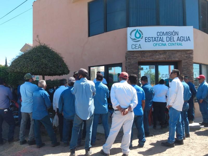 Por detención de pensiones, trabajadores de la CEA se manifiestan
