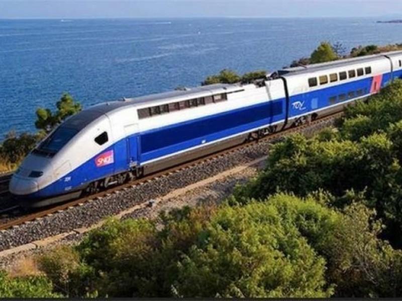Por falla técnica, pasajeros quedan atrapados en trenes de Francia