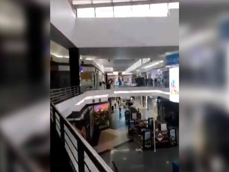 Por fuga de gas, desalojan plaza comercial