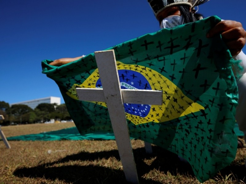 "Por ""incidente grave"", Brasil suspende ensayos de vacuna china Covid-19"