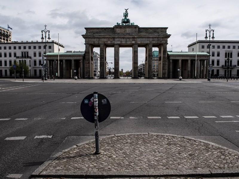 Por incremento Covid-19, Merkel anuncia nuevas y severas restricciones vacacionales
