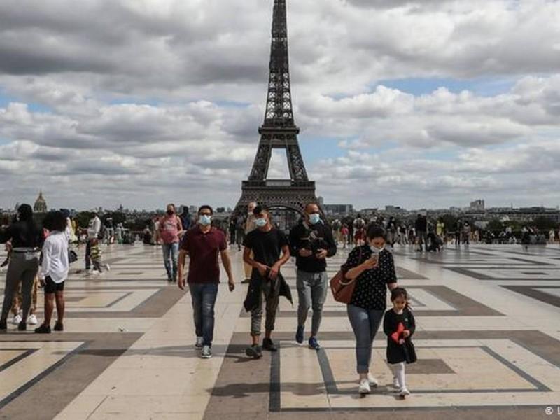 Por incremento de casos Covid-19, París decreta alerta máxima