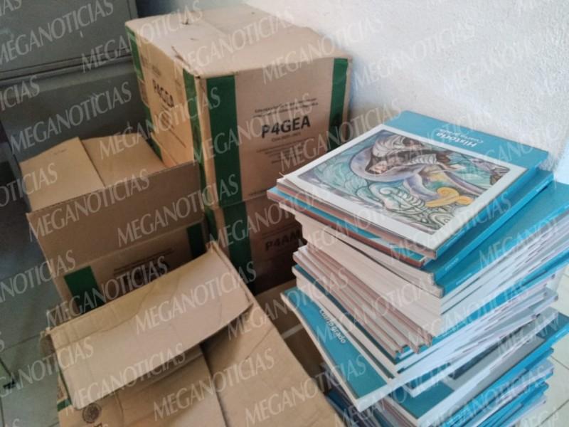 Por lejanía de paquete de libros supervisión 055 recaba cuota