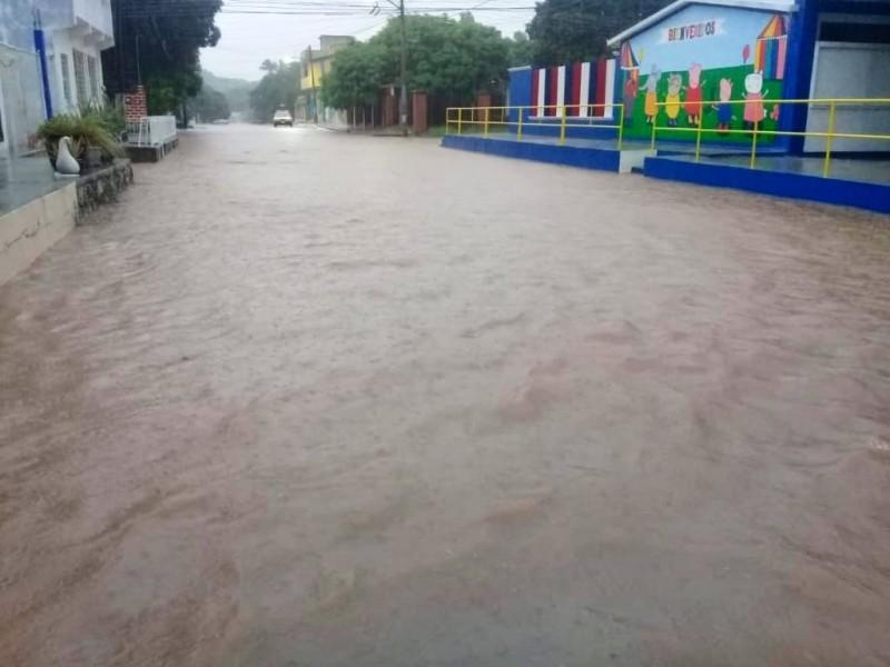 Por lluvias suspenden clases en Lagunas y LaSoledad