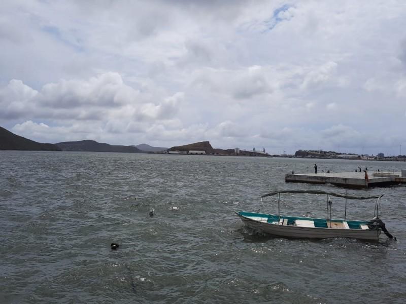 Por mal tiempo cierran puerto a la navegación