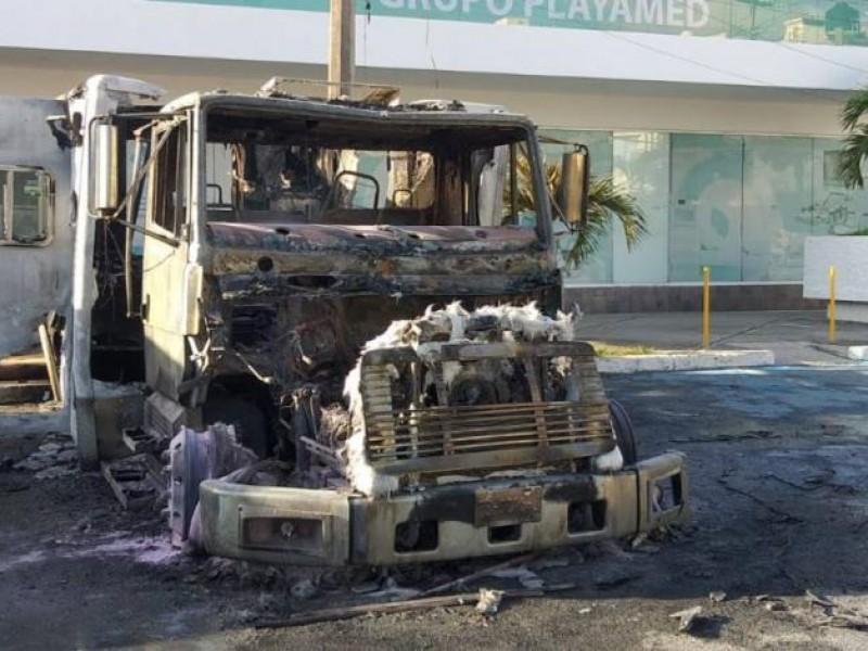Por no pagar derecho de piso, queman ambulancias de hospital