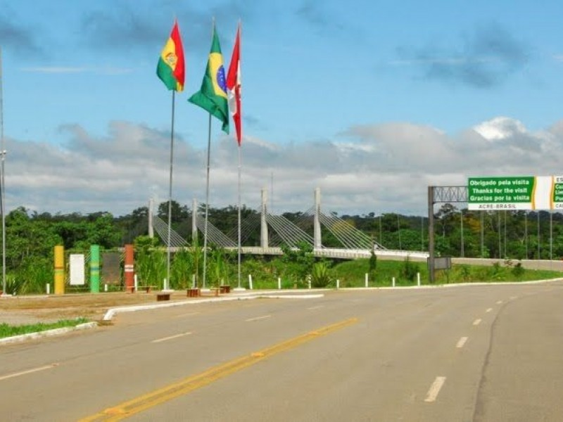 Por nueva ola Covid-19, Bolivia cierra frontera con Brasil