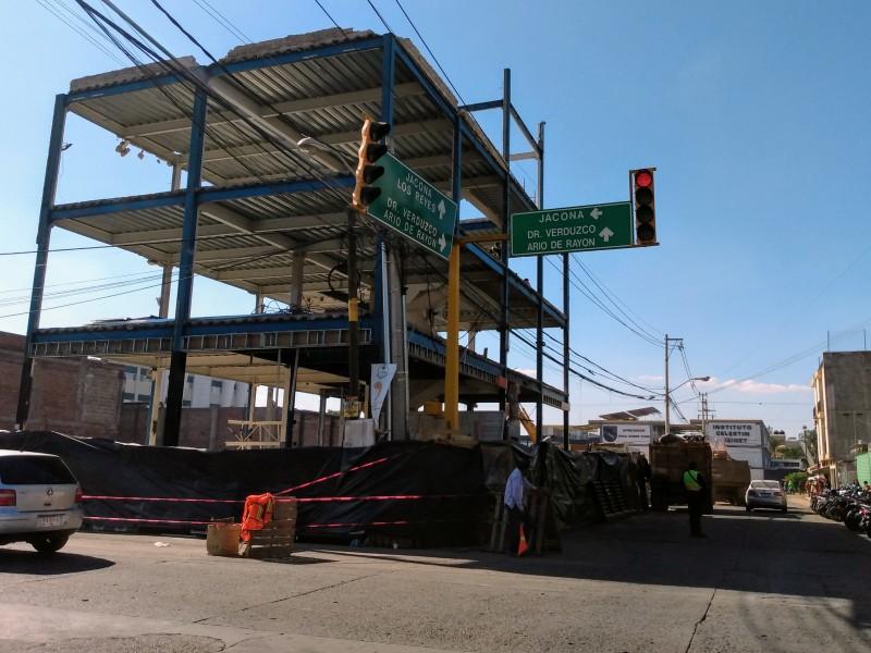 Por obra de construcción particular cierran vialidades en Zamora