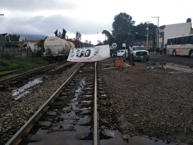 Por segunda semana consecutiva, vías del tren bloqueadas