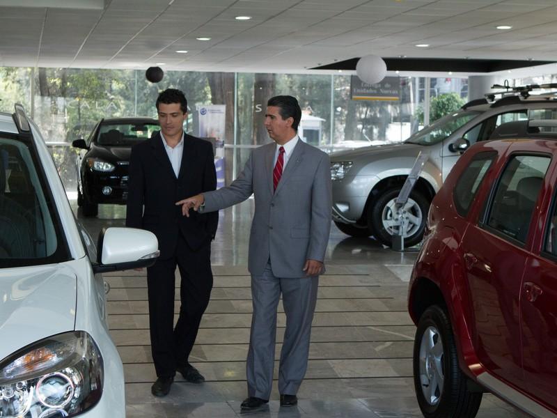 Por sexto mes consecutivo cae venta de autos en México