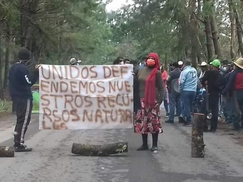 Por tala excesiva, realizan cierre de vialidad en Hueyapan