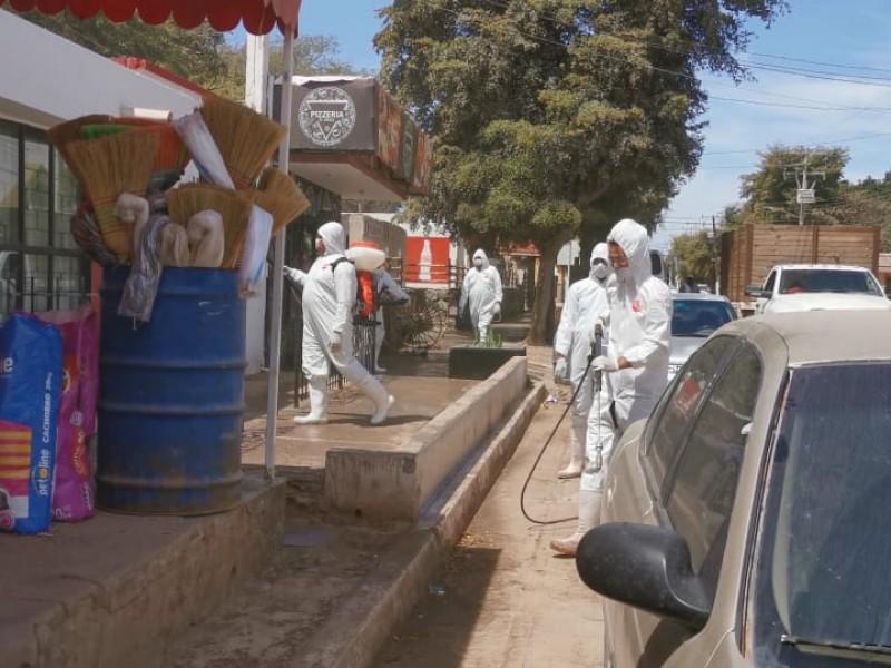 Por temor a brote de covid-19 sanitizan San Miguen Zapotitlán