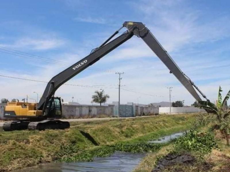 Por temporada de lluvias, avanza limpieza de canales y drenes