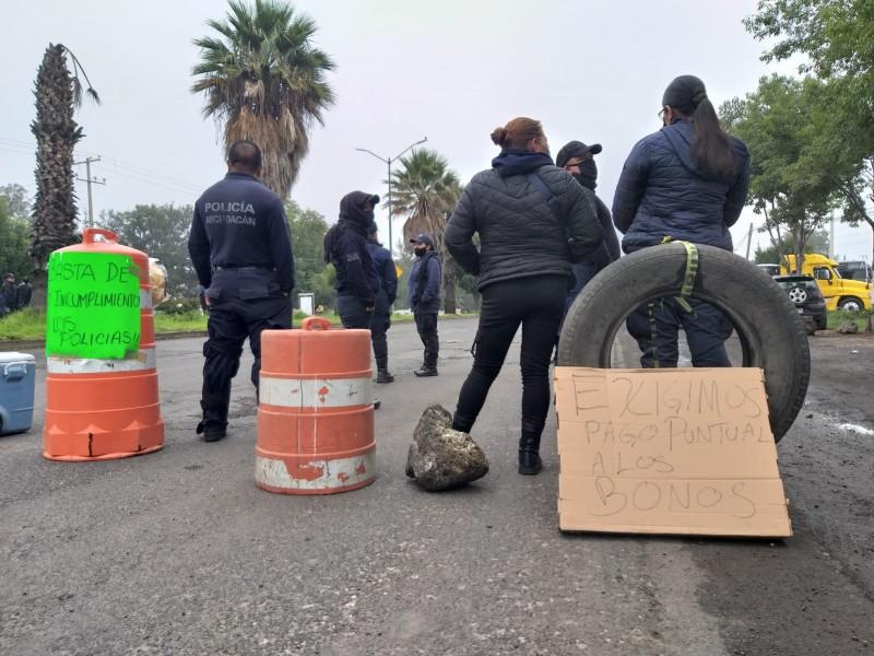 Por tercer día consecutivo, Policías Estatales toman libramiento de Morelia