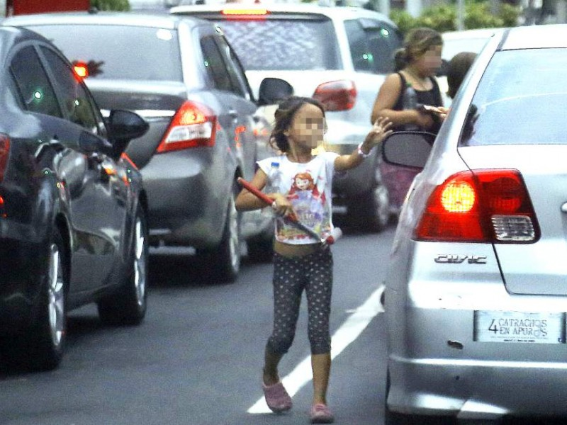 Por vacaciones aumentan niños trabajando en la calle