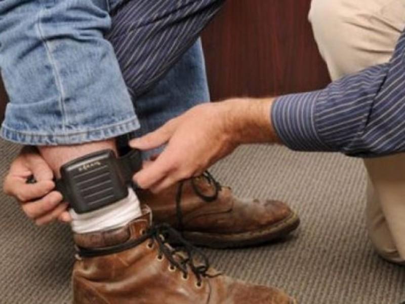 Por violencia familiar, 100 personas portan brazaletes electrónicos