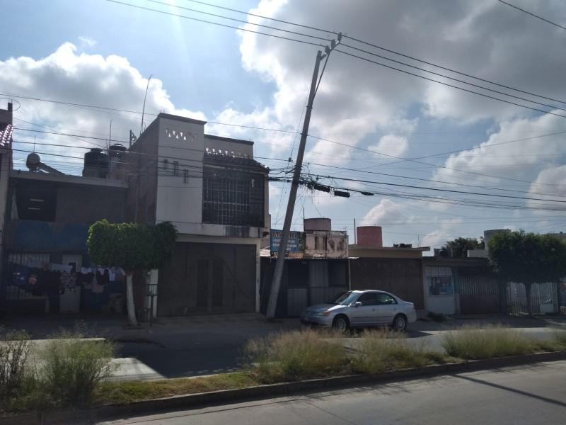 Poste de CFE impactado en Las Joyas