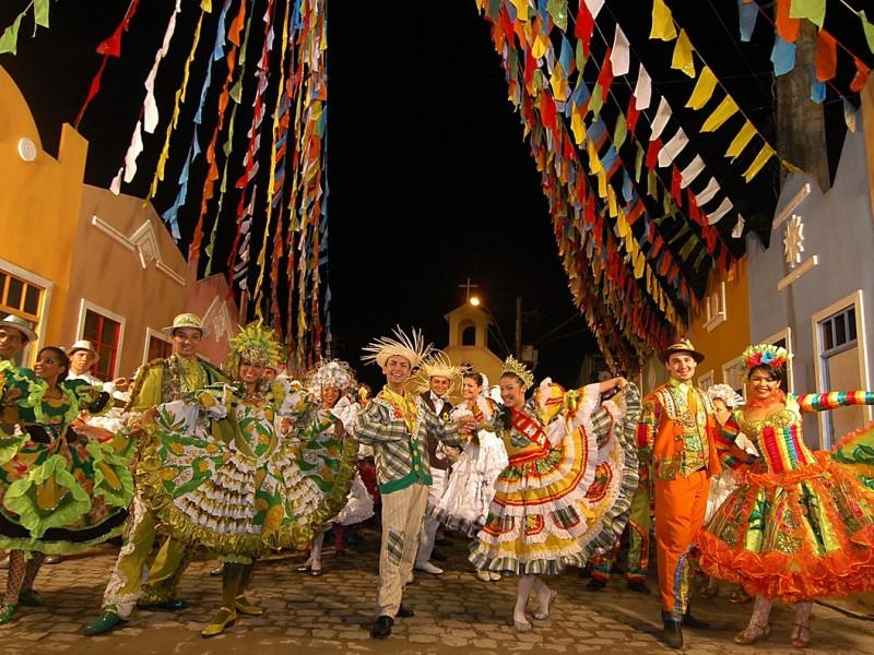Postergan carnaval de Río en Brasil