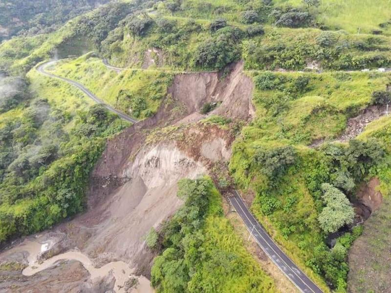 Carretera Guadalajara - Colima permanece cerrada por derrumbe