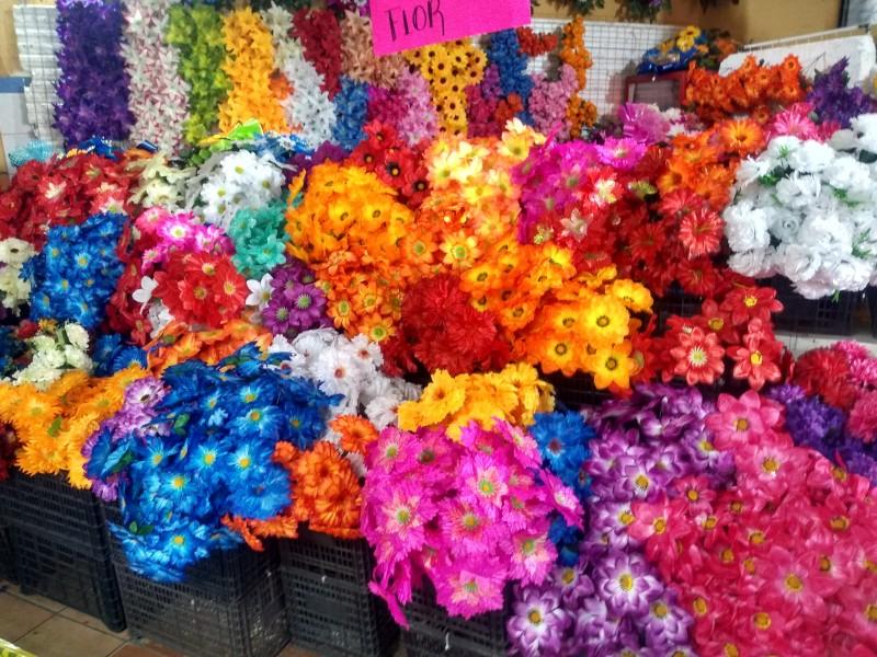 Precios de flores artificiales aumenta 2 pesos este año