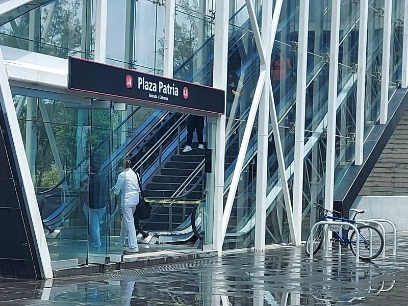 Prefieren usuarios L3 del Tren Ligero; batallan con escaleras eléctricas