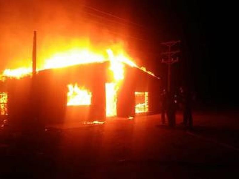 Prenden fuego a domicilio en Fresnillo