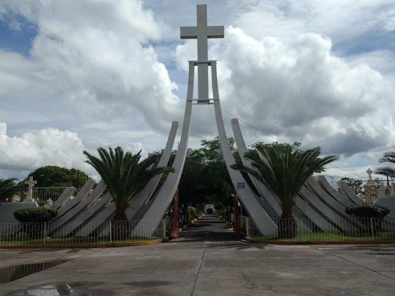 Preparan panteón de Sahuayo para día de muertos