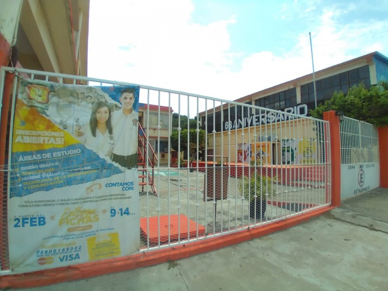 Preparatorias en Salina Cruz prevén regreso a clases a distancia