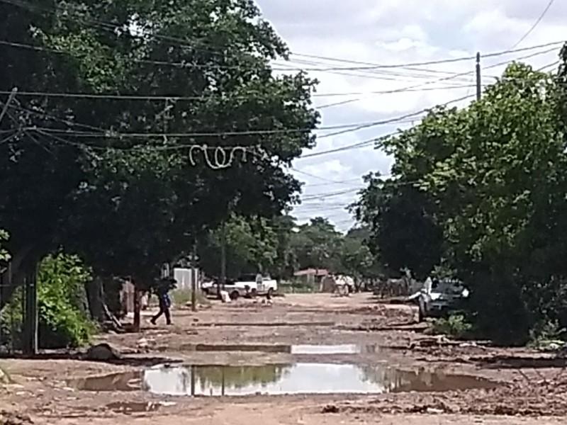 Presentan daños por inundación en Juan José Ríos