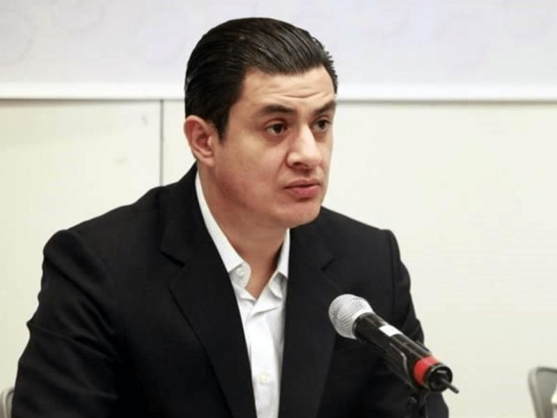 Presentan denuncia anticorrupción por pensión de 'Chema Martínez'