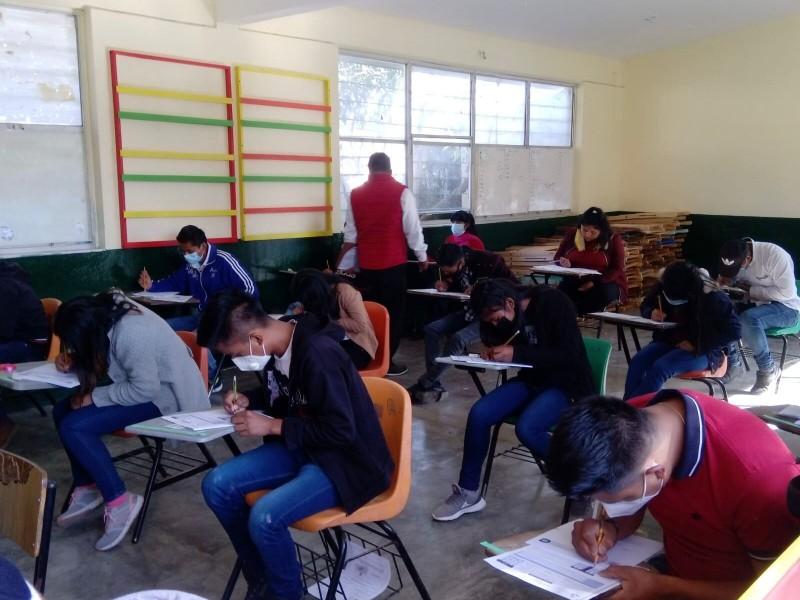 Presentan examen presencial aspirantes a Escuela  Normal Rural Mactumactzá
