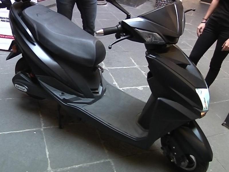 Presentan moto eléctrica, amigable con el ambiente