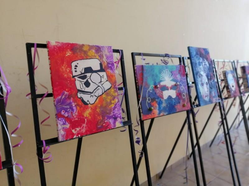 Presentan niños exposición artística de Carnaval