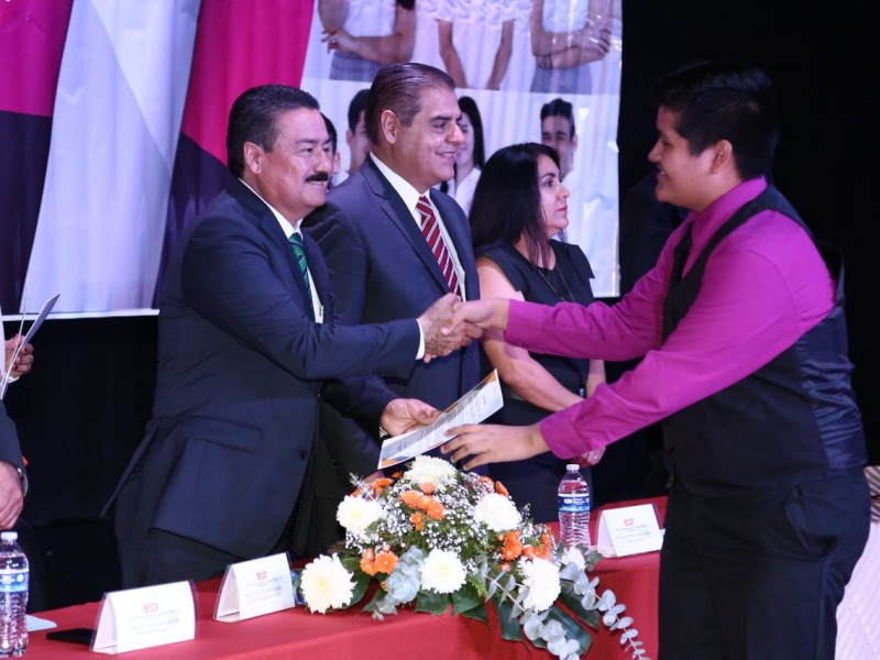 Preside Víctor Guerrero graduación de estudiantes de CobachEmpalme