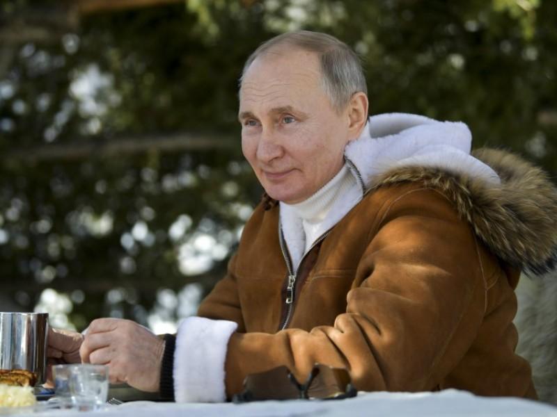 Presidente de Rusia, recibe segunda dosis de vacuna contra Covid-19