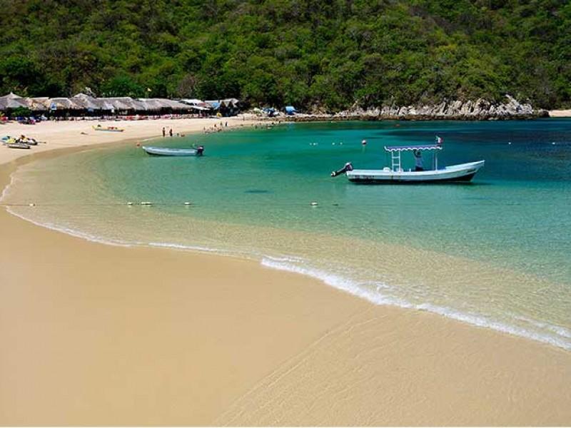 Prestadores de servicios reinician actividades en playas de Huatulco