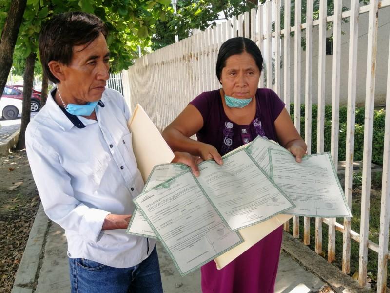 Presuntos abuelos de menores rescatados comparecen ante DIF