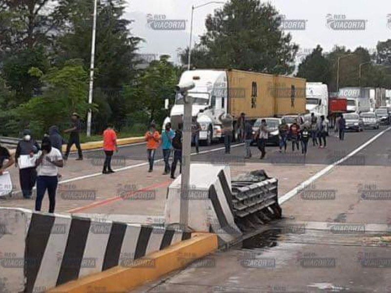 Presuntos estudiantes toman caseta de Zinapécuaro